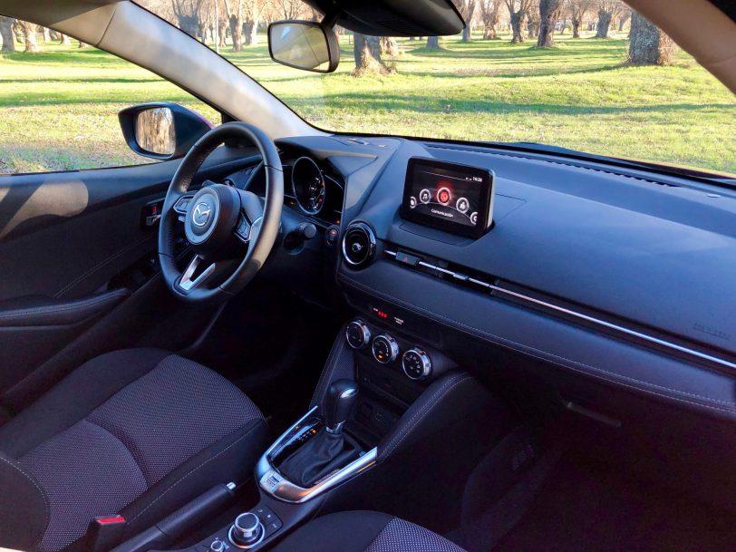 Salpicadero Mazda2 lateral derecho - Mazda2 Zenith 1.5 Skyactiv-G 90 CV