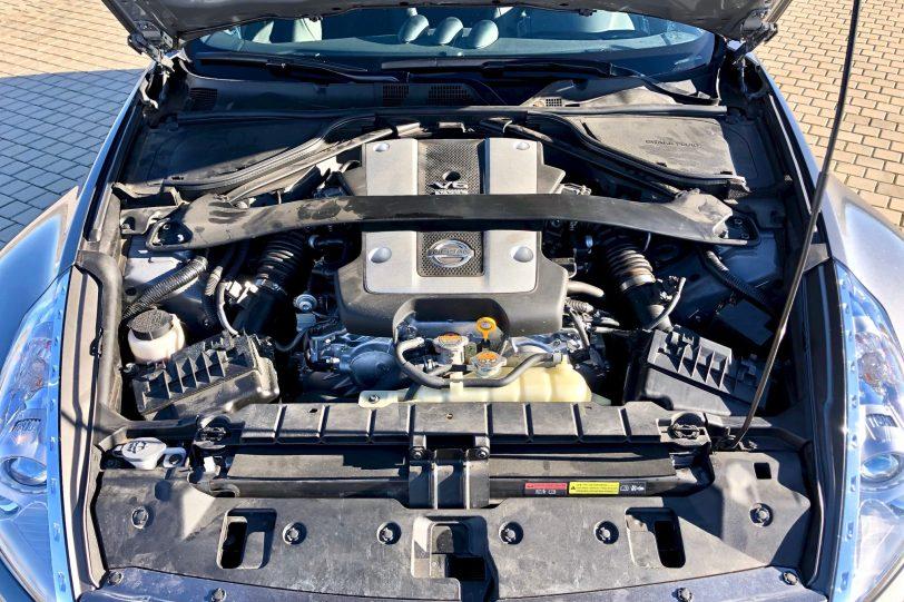 Motor 370z 1140x760 - Nissan 370z GT roadster con 328 CV y cambio manual