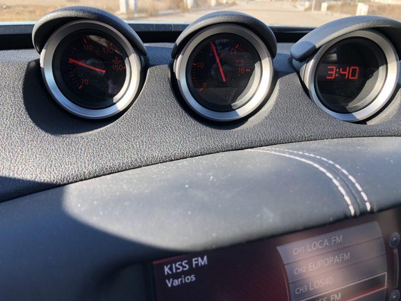 Salpicadero relojes 370z - Nissan 370z GT roadster con 328 CV y cambio manual