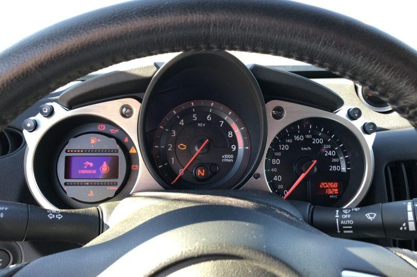 Taco%CC%81metro 370z 1140x760 - Nissan 370z GT roadster con 328 CV y cambio manual
