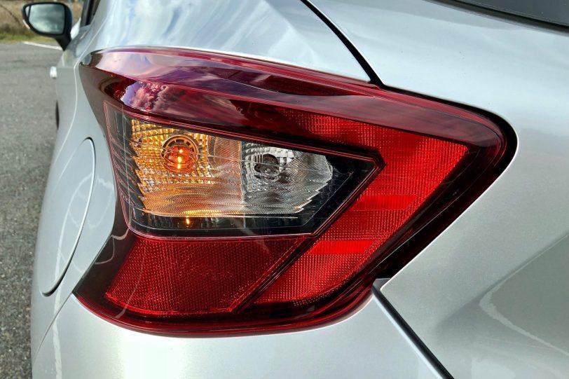 Piloto trasero Izquierdo 1260x840 - Nissan Micra 2017 – 2018 Acenta 0.9 IG-T 90 CV