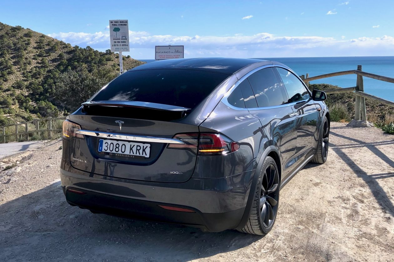 Trasera Tesla Model X 100D 1260x840 - Tesla model X 100D: No es cualquier SUV
