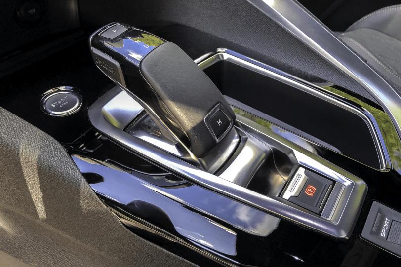 Caja de cambios Peugeot 3008 1260x840 - Peugeot 3008 GT BLUEHDI 180 CV