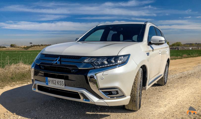 Frontal izquierdo Mitsubishi Outlander PHEV - Mitsubishi Outlander PHEV 2019: ¿El mejor SUV híbrido enchufable? con etiqueta CERO ¿Una buena alternativa?
