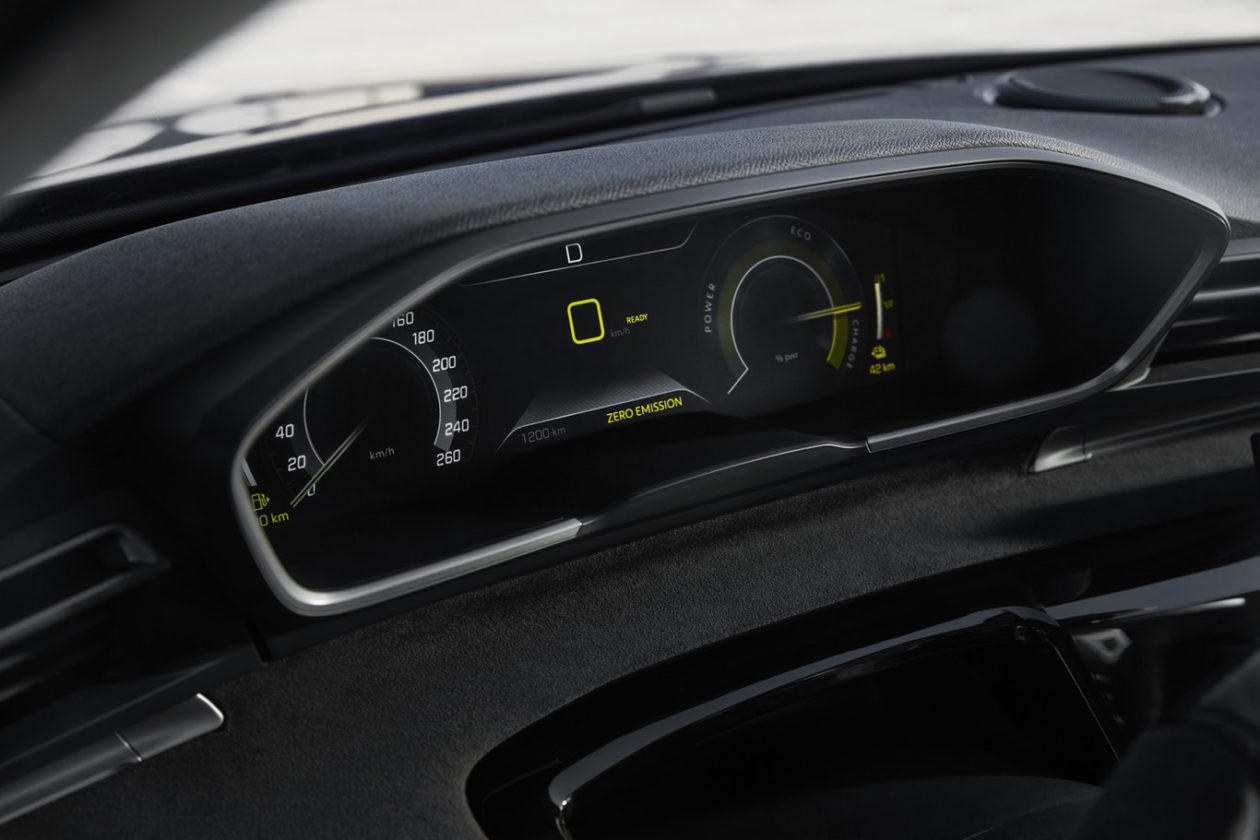 Tacometro Peugeot 508 Sport 1260x840 - ¡Confirmado! El llamativo 508 Peugeot Sport Engineered Concept será un modelo de producción