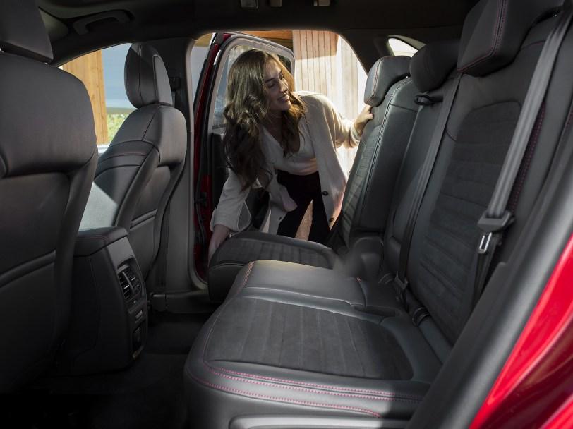 2560 300016 - El Ford Kuga se renueva como SUV híbrido, híbrido enchufable, mild hybrid, además de gasolina y diésel