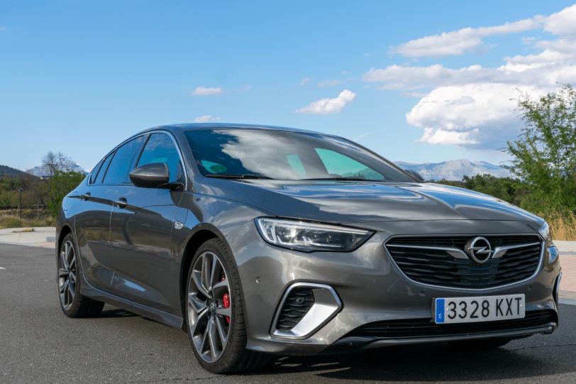 Frontal lateral derecho Opel Insignia GSi 1260x840 - Opel Insignia Grand Sport GSi: ¿Una berlina diésel y deportiva?