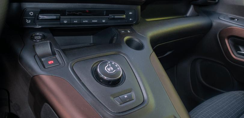 Caja de cambios Peugeot Rifter - Peugeot Rifter Standard GT Line: Un vehículo adaptado para el transporte de personas