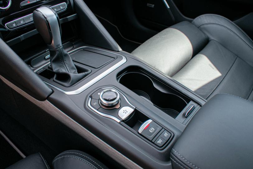 Consola central Renault Talisman gasolina 1260x840 - Renault Talisman: Una berlina rápida, deportiva y muy cómoda