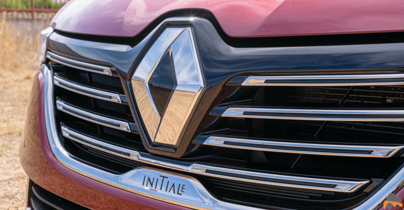 Logo Initiale frontal Renault Talisman gasolina - Renault Talisman: Una berlina rápida, deportiva y muy cómoda