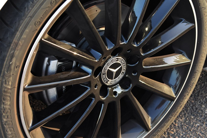 "Llanta Mercedes Benz Clase A Sedan - Mercedes Clase A 200 Sedán: Una berlina de ""acceso"" ""deportiva"" totalmente premium"