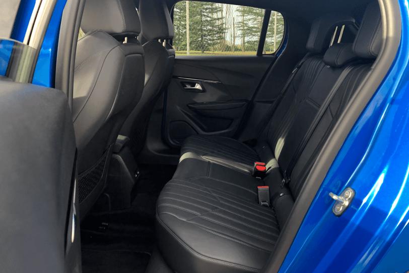 Plazas traseras lateral izquierdo Peugeot 208 GT Line 1260x840 - Peugeot 208 2020: Una evolución muy llamativa