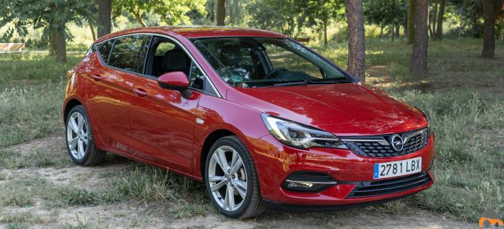 Frontal lateral derecho Opel Astra 2020 145 CV - Opel Astra 2020 1.2 Turbo con 145 CV: Una renovación leve, pero muy necesaria