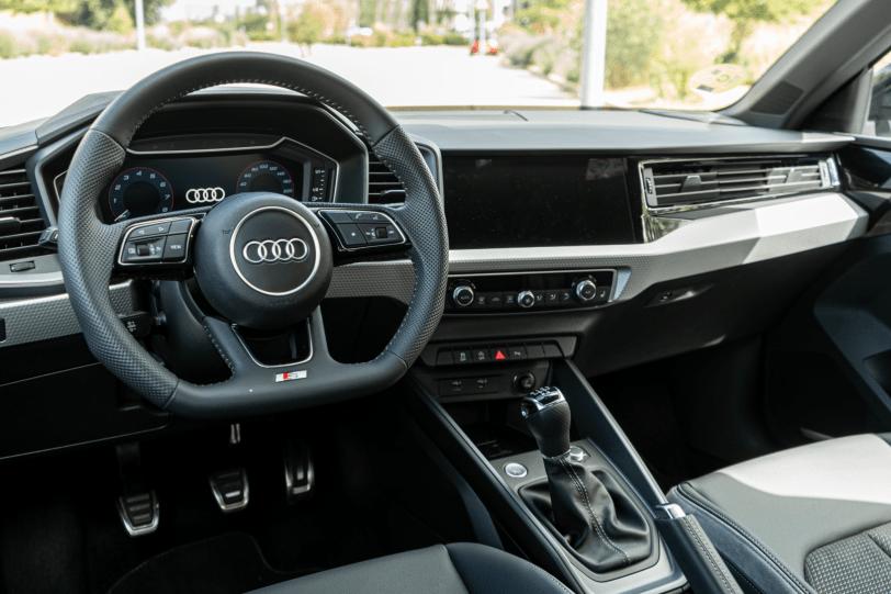 Salpicadero vista izquierda 2 Audi A1 Sportback 25 TFSI 1260x840 - Audi A1 Sportback 25 TFSI: Un juguete muy divertido