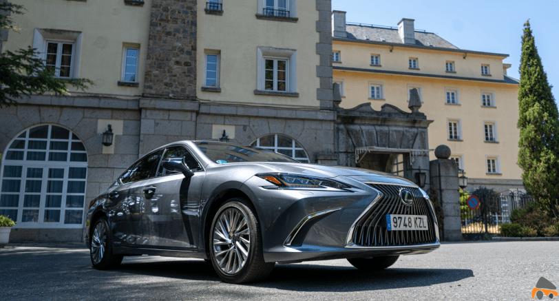 Frontal lateral derecho 2 Lexus ES 300h - Prueba Lexus ES 300h Luxury: Una berlina exclusiva y ecológica