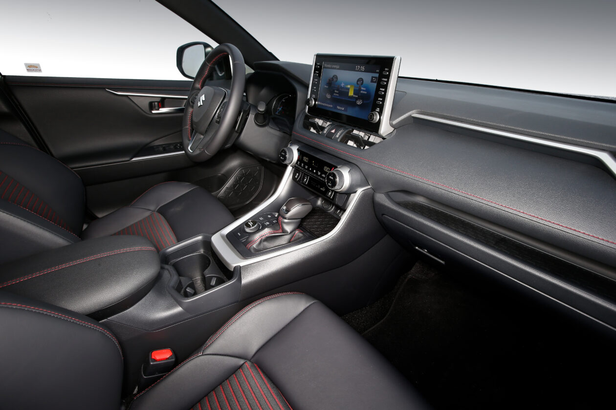 100acrss 4 1260x840 - Suzuki Across 2.5L 4×4 Plug-in-Hybrid de 306 CV: Un clon del Toyota RAV4