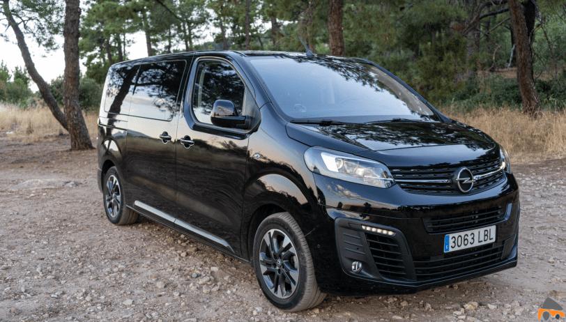 Frontal lateral derecho cerca Opel Zafira Life - Prueba Opel Zafira Life 2020: El compañero perfecto para viajar