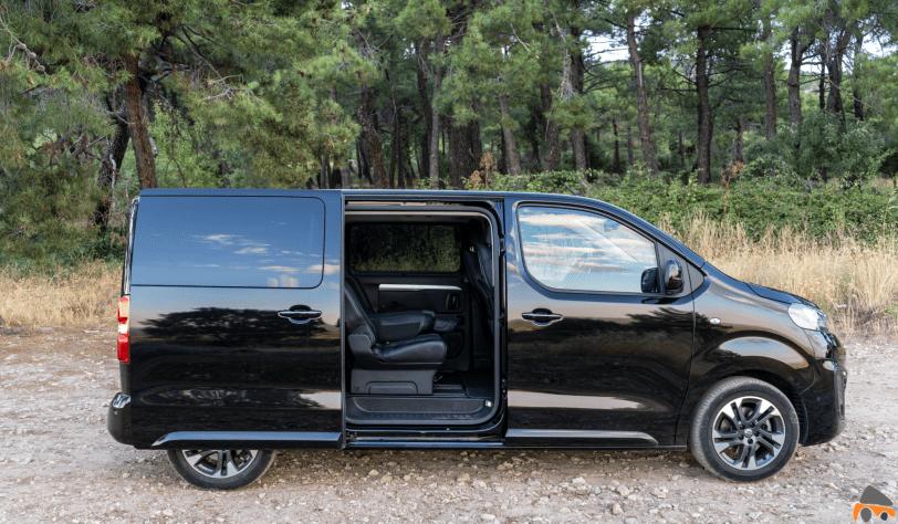 Lateral derecho abierto Opel Zafira Life - Prueba Opel Zafira Life 2020: El compañero perfecto para viajar