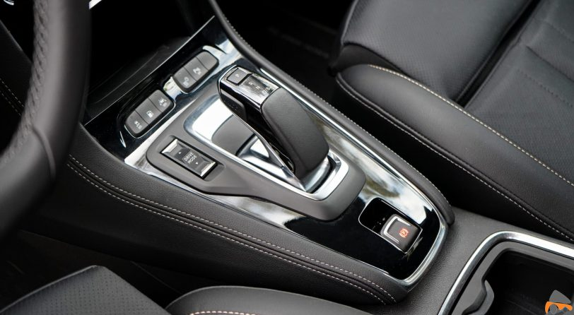 Cambio Opel Grandland X Hybrid4 scaled - Prueba Opel Grandland X Hybrid4 2020: 300 CV y 59 km de autonomía eléctrica