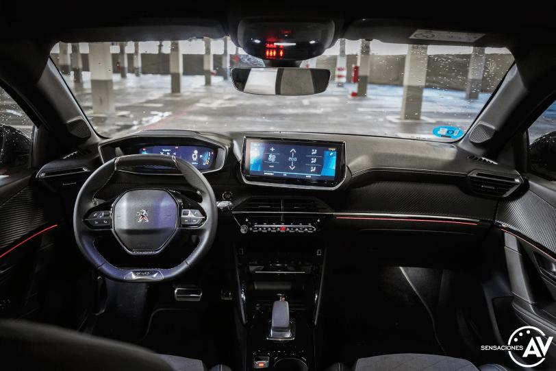 Salpicadero vista frontal Peugeot e 208 - Prueba del Peugeot e-208 GT 2020: Un eléctrico con mucho carácter
