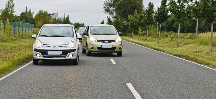 prohibido adelantar 848x390 1 - Nuevas medidas de la DGT: Fin de los 20 km/h para adelantar, usar el movil o no llevar el cinturón restará más puntos