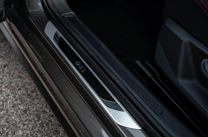 Logo GTI puertas delanteras Volkswagen polo gti - Prueba Volkswagen Polo GTI: 200 CV de pura diversión