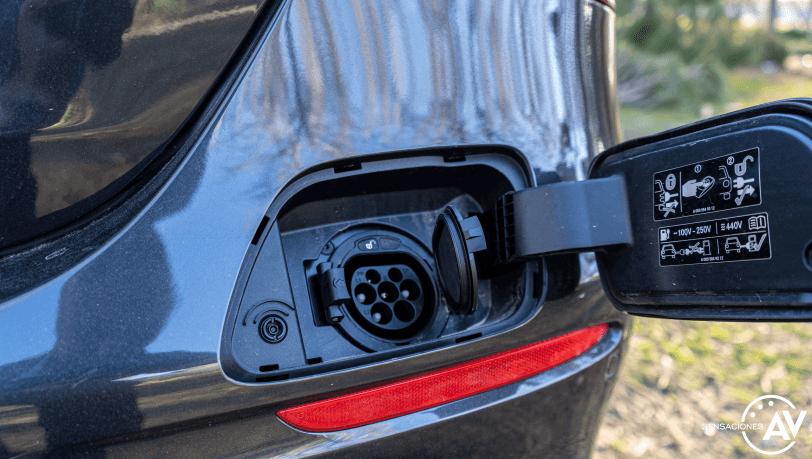 Puerto de carga Mercedes Benz Clase E 300 de - Prueba Mercedes-Benz Clase E 300 de: Diésel y PHEV ¿Una combinación ganadora?