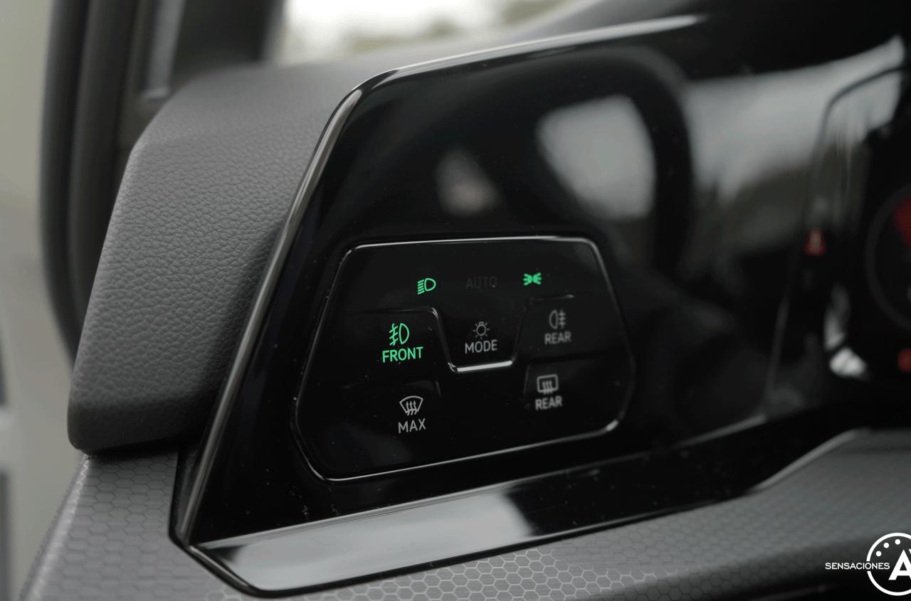 Mandos luces Volkswagen Golf GTI - Prueba Volkswagen Golf 8 GTI 245 CV DSG: Una bomba divertida, polivalente y racional