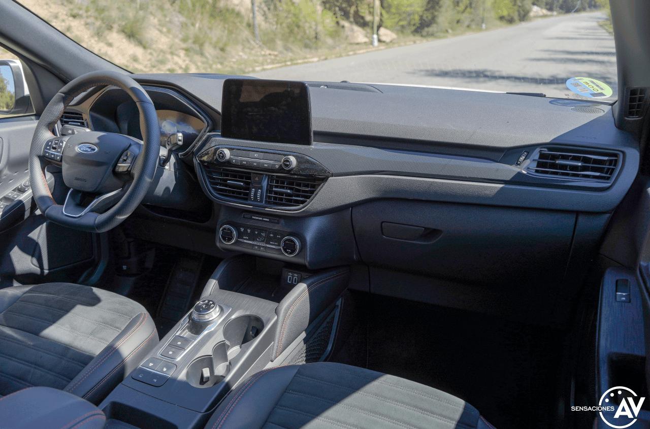 Salpicadero vista trasera derecha Ford Kuga HEV - Prueba Ford Kuga híbrido 2021: ¿Uno de los mejores SUV híbridos?
