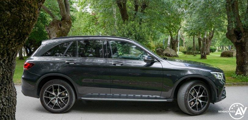 Lateral derecho Mercedes Benz GLC 300de - Prueba Mercedes-Benz GLC 300de 4Matic: Un SUV familiar, híbrido enchufable y diésel ¿Una buena combinación?