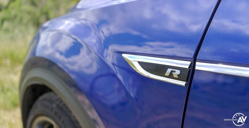 Logo R aleta delantera izquierda Volkswagen T Roc R - Prueba Volkswagen T-Roc R: 300 CV de pura adrenalina