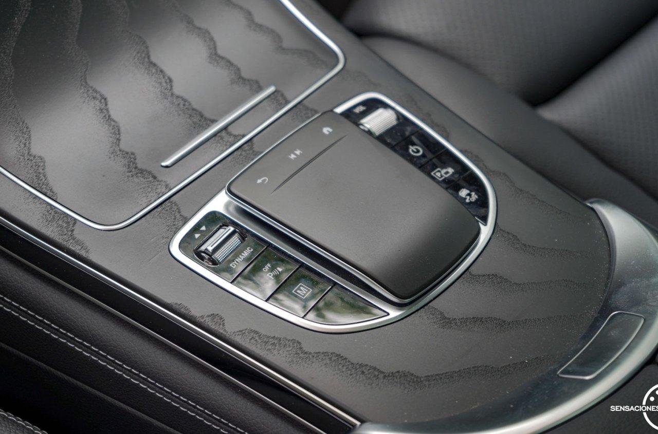 Panel tactil y botoneria consola central Mercedes Benz GLC 300de - Prueba Mercedes-Benz GLC 300de 4Matic: Un SUV familiar, híbrido enchufable y diésel ¿Una buena combinación?