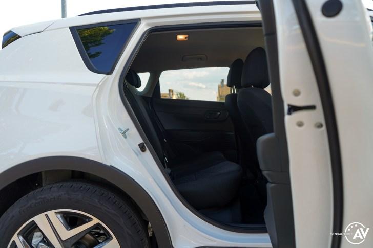 Plazas traseras vista derecha Hyundai Bayon - Prueba Hyundai Bayon 1.0 TGDi 48 V 100 CV AT Tecno: ¿El nuevo rey del segmento B-SUV?