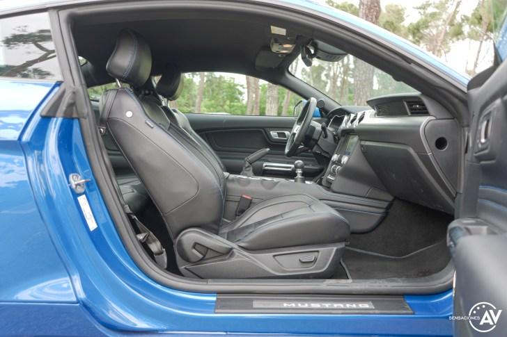 Plazas delanteras vista derecha Ford Mustang - Prueba Ford Mustang GT Fastback 2021: Puro músculo. ¡Que Dios bendiga a América!