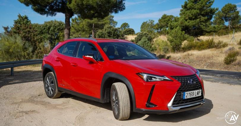 Frontal lateral derecho Lexus UX 300e - Prueba Lexus UX 300e Business: Lujo, confort, garantía y electricidad todo en uno