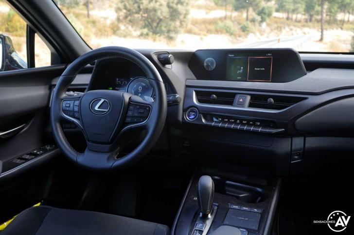 Puesto de conduccion Lexus UX 300e - Prueba Lexus UX 300e Business: Lujo, confort, garantía y electricidad todo en uno