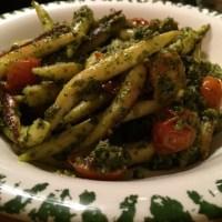 Lecker Schupfnudeln mit Grünkohl-Mandel Pesto und Kirschtomaten #hellofresh - via Instagram
