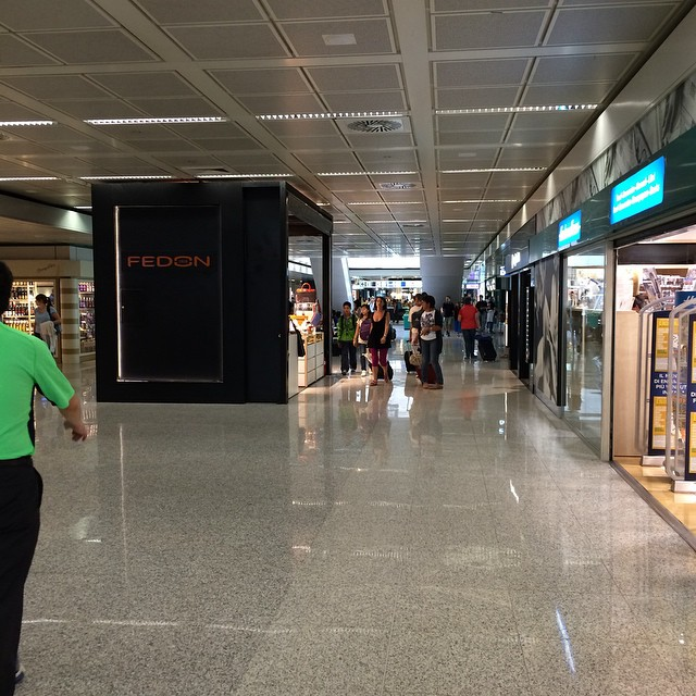 Flughafen ist gleich Einkaufszentrum... - via Instagram