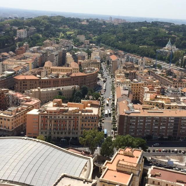 Heute: ca. 500 Stufen, um dem Papst auf's Dach zu steigen, fix und alle #rome - via Instagram