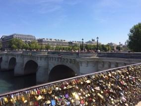 Viele Schlösser sichern die Pont Neuf vor Taschendieben