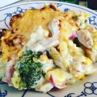 Heute Resteessen: Kartoffel-Blukoli-Schinken-Auflauf mit Bratwurst #foodporn - via Instagram