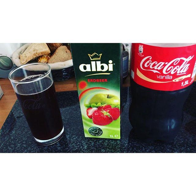 Neuer Drink für daheim: Vanilla-Coke und Erdbeersaft - via Instagram