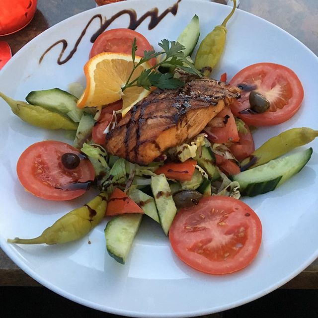 Chef-Salat mit Lachsfilet <a rel=