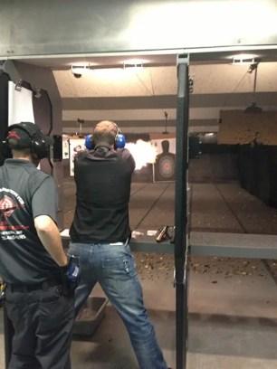 Vegas har en uppsjö grovkalibriga och halv-automatiska vapen, med bra bett. Du kan tom välja figursydda måltavlor...
