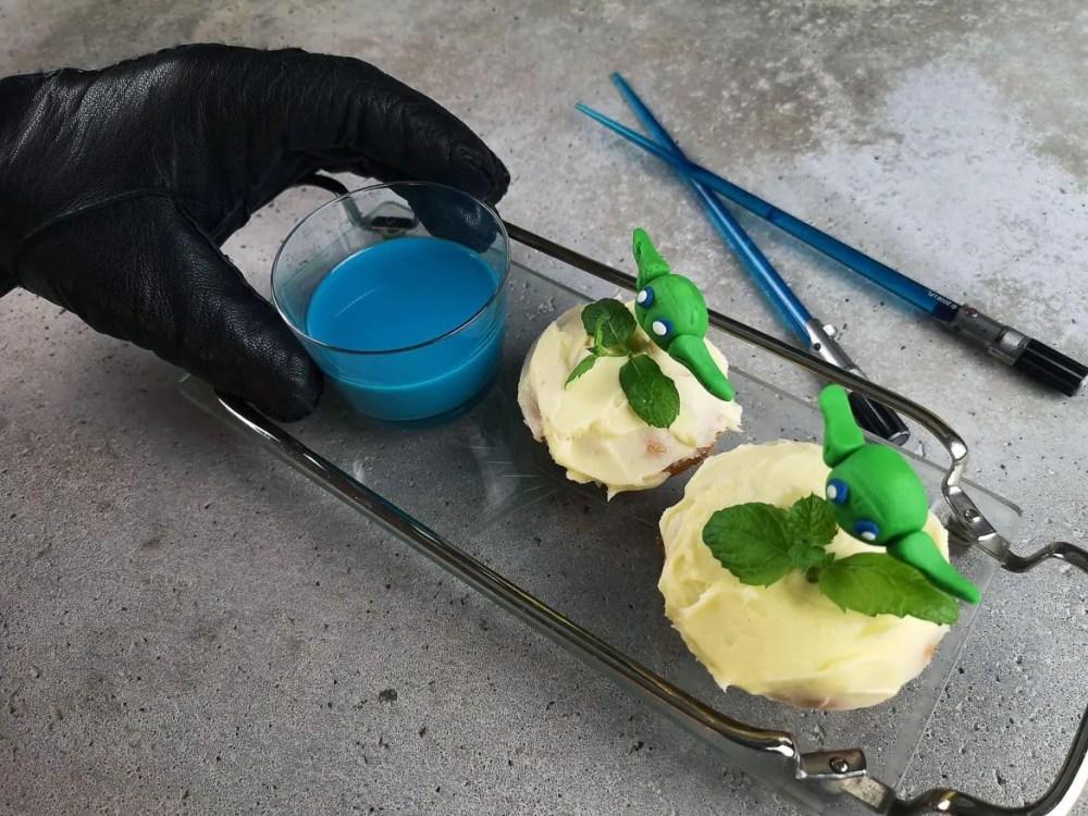 blå mjölk muffins yoda handske