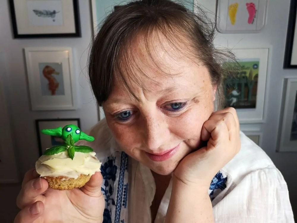 yoda muffin morot frosting