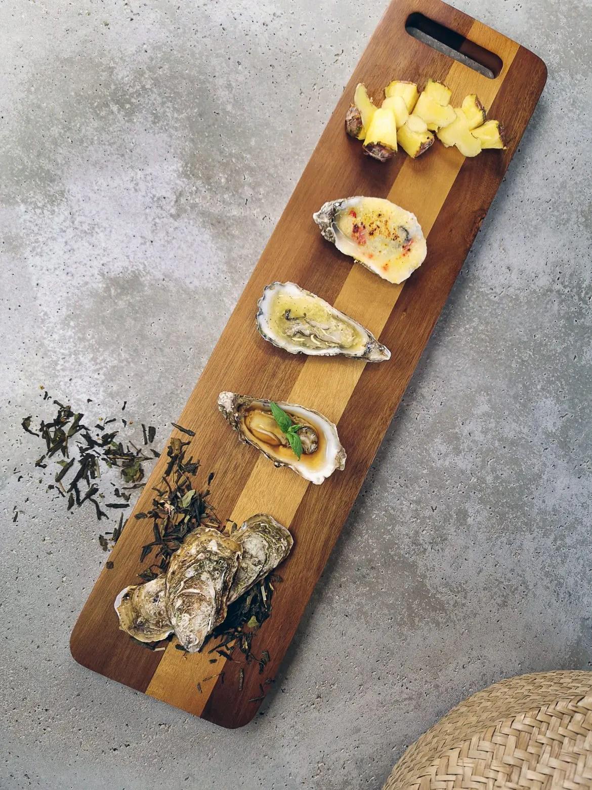 En trio av ostron, snyggt upplagt