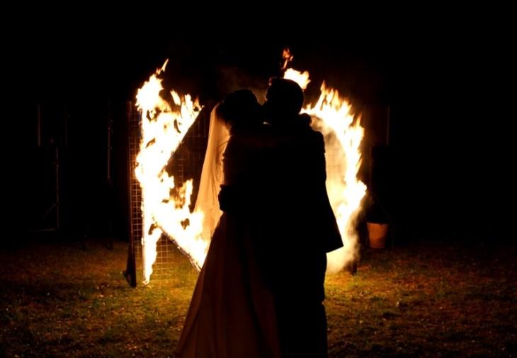 Feuervariete Feuershow Cedrus Inflamnia Hochzeitspaar Initialen 4