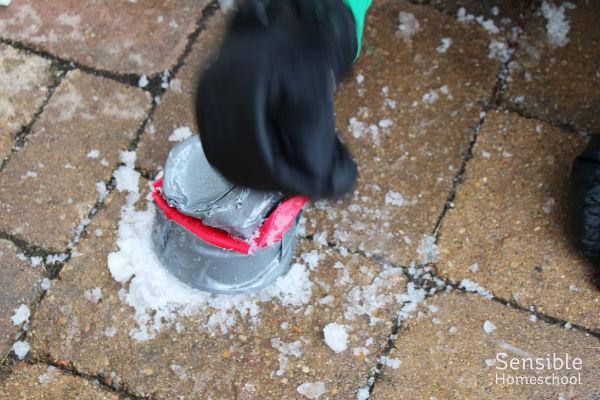 Plastic cup snow sprayer kid invention