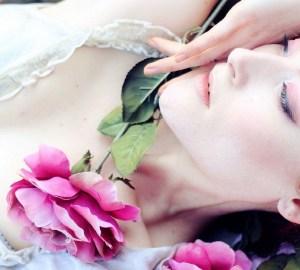 Dr Hauschka, petali di rosa sulla pelle